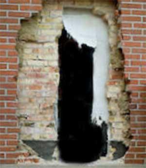 Skære hul i murstensvæg