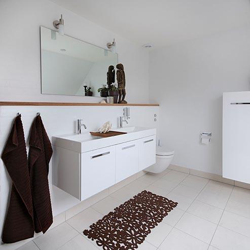 Flot klassisk bad holdt mest i hvidt