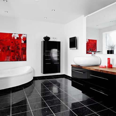 Stort badeværelse med hjørne badekar
