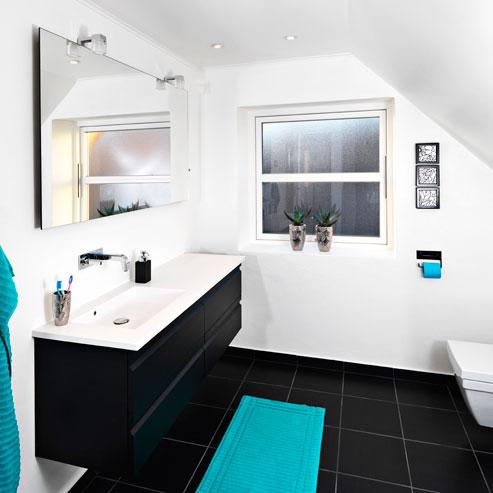 Badeværelse sort og hvis kontrast